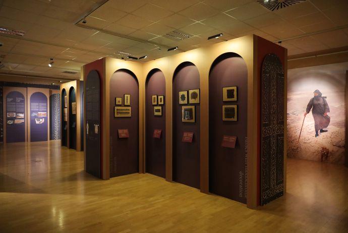 Pogled na razstavo Koptske tkanine iz zbirke Narodnega muzeja Slovenije (foto: Miran Pflaum)